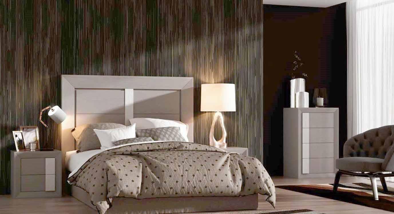 http://www.munozmuebles.net/nueva/catalogo/dormitorios-clasicos.html - Fotografía  con muebles de color oscuro