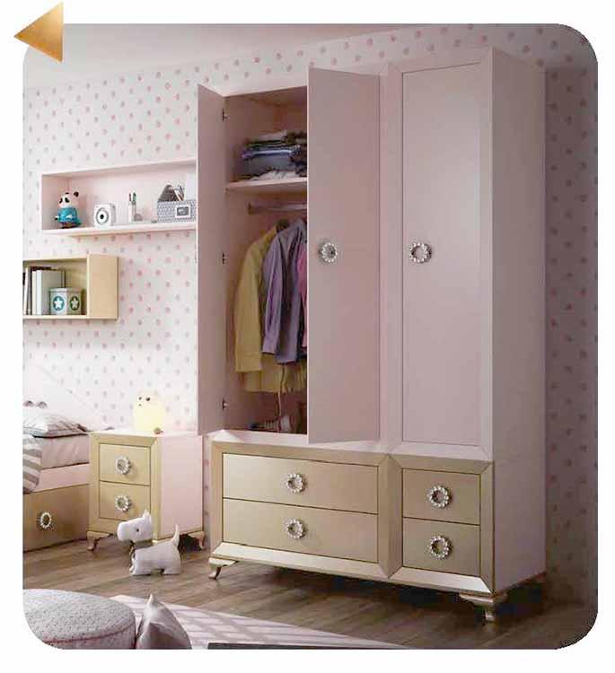 http://www.munozmuebles.net/nueva/catalogo/juveniles-macizos.html - Mueble de  esquina con estantes en tienda de Madrid
